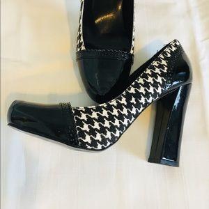 Tahari Shoes - TAHARI Avenue Houndstooth block heel pump